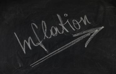 "Scritta ""Inflation"" su lavagna"